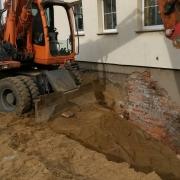 Bild 1 Abriß- und Aushubarbeiten für Neubau Kelleraußentreppe